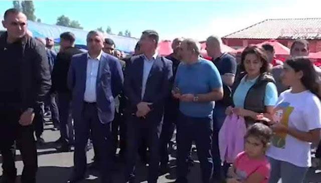 Pashinyan asiste al Festival del Pescado de Sevan