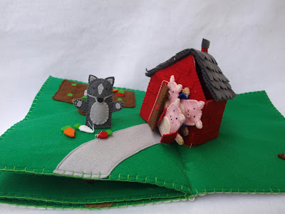 The Three Little Pigs Pop-Up Quiet Book
