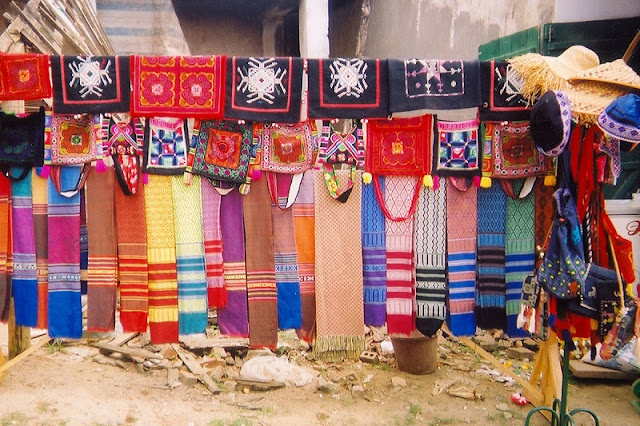 Lung Tam brocade weaving village 3