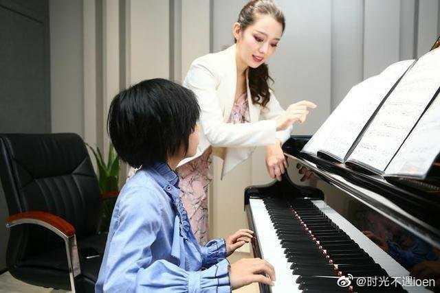 Bông hồng lai đốn ngã trái tim thần đồng Lang Lang: Học vấn gây choáng, nhan sắc và khí chất xuất chúng
