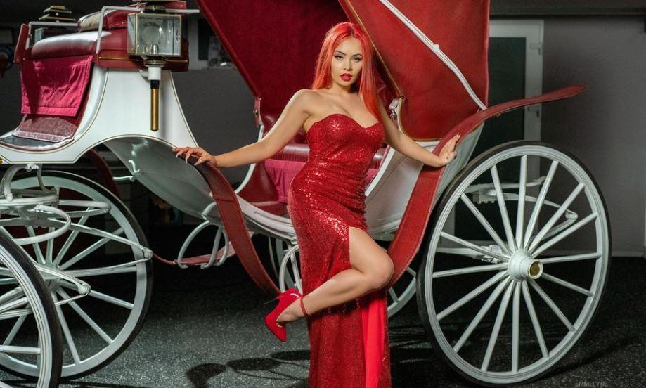 Emmelyne Model GlamourCams