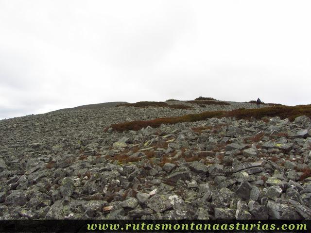Pedrera antes de la cima del Panchón