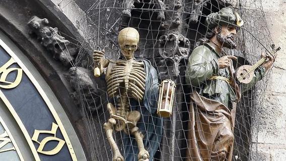 Figuras muerte y turco del reloj astronomico de Praga