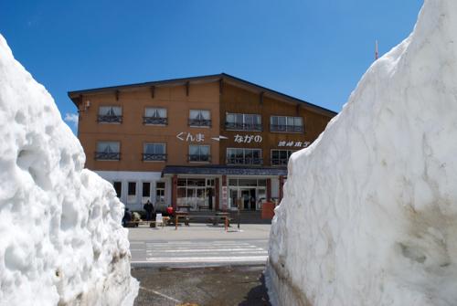 渋峠ホテルと雪の回廊