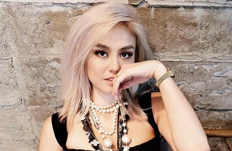 Sanding Wanna One, Agnez Mo Raih Piala di MAMA 2017