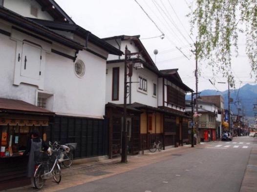Ikan Koi Dalam Longkang Di Jepun