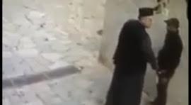 Βίντεο - Βόμβα με ιερέα που αυνανίζει Πακιστάνο!
