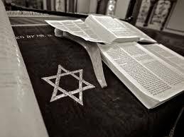 ما هي فرق اليهود القديمة وما توصيف توراتهم وكتبهم؟
