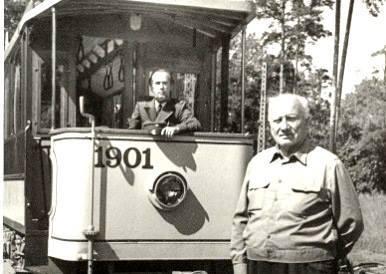 Первый водитель обновленного ретро трамвая Лаймонис Виткус (источник фото Rīgas satiksme