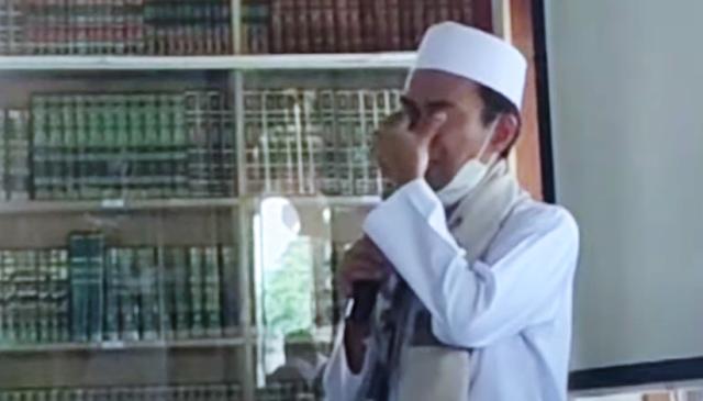 UAS Menangis: Orang yang Tulis Habib Rizieq Diblokir di Medsos, Apa Salah dan Dosanya?