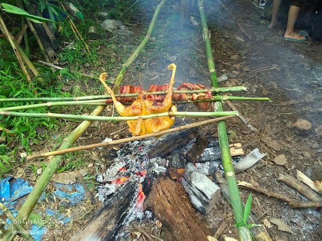 Bữa tối trong rừng Bù Gia Mập với thịt nướng, gà nướng