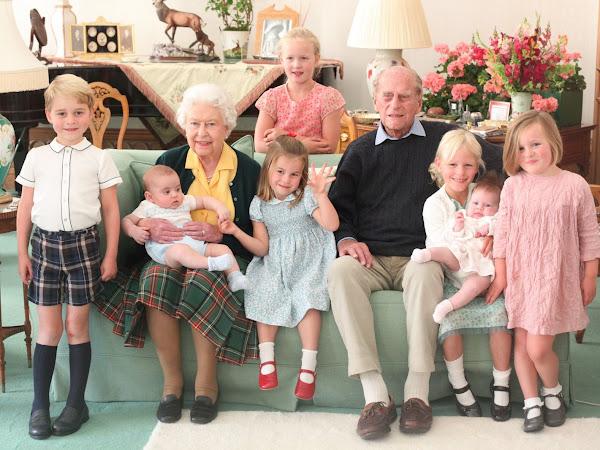 Nowe zdjęcia królowej i księcia Filipa z prawnukami + oświadczenie księżniczki Eugenie.