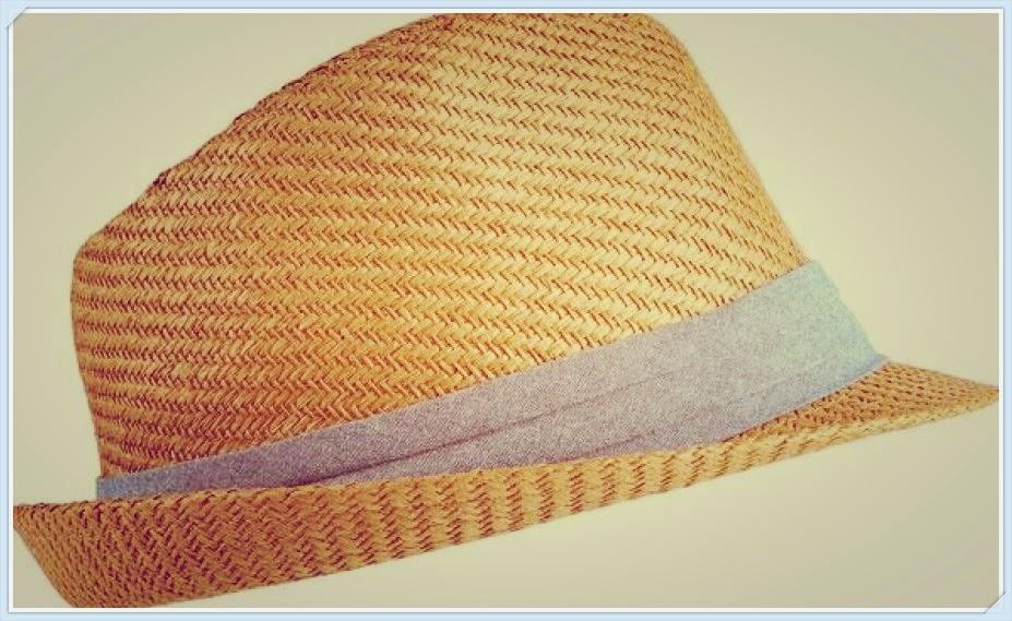 7f3fb6d0c68f9 Le chapeau de paille: Il peut être jaune paille, blanc avec un liseré bleu  (du genre marin), il peut être plus chic avec un ruban léopard, liberty.