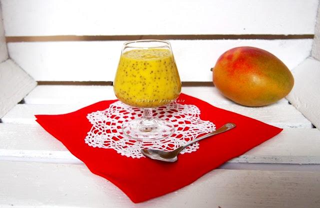 Pyszny i zdrowy deser mango lassi z chia