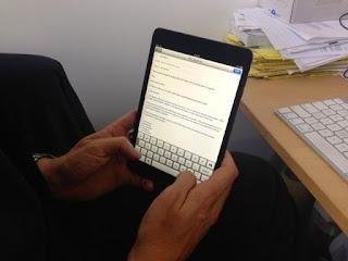 usando-iPad-mini 15 keyboard shortcuts for iPad that you should know Technology