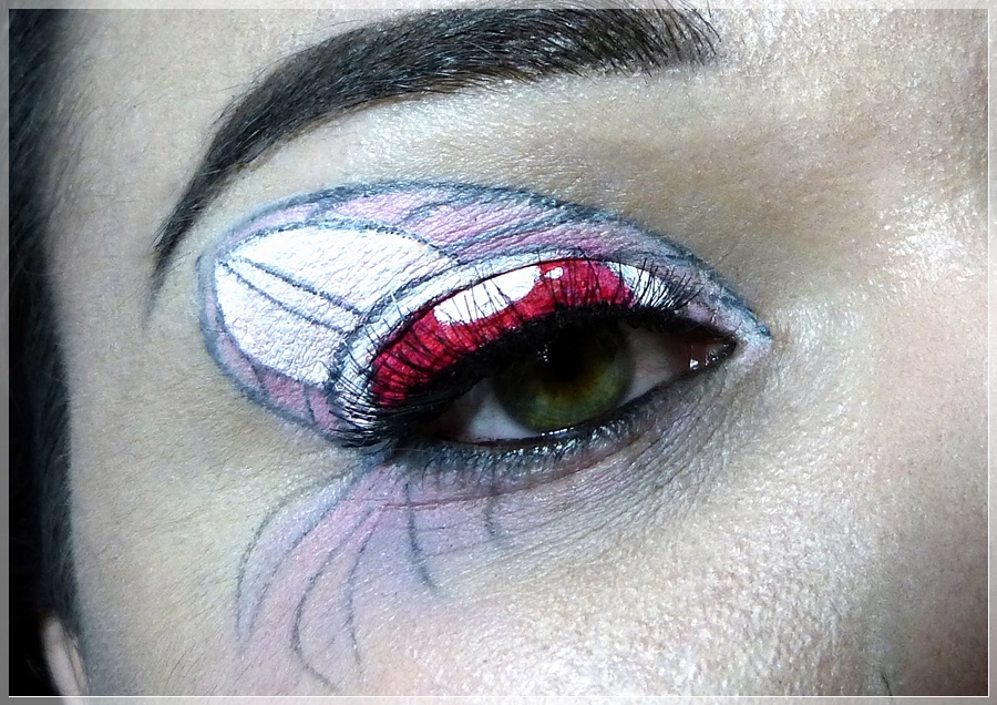 Sailor Chibi Moon eye make up