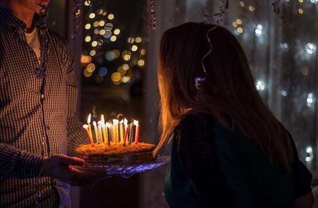 blow birthday cake