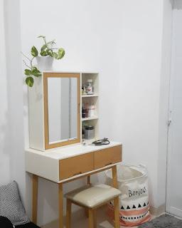 tolet dan masih banyak lagi sebutan bagi  30 Model Meja Rias Unik, Minimalis dan Modern Terbaru