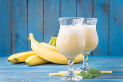 Aprende a hacer el batido de banana y huevo-TuParadaDigital