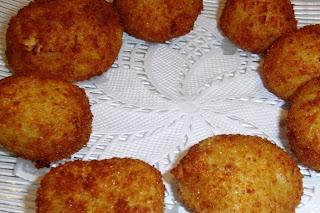 4 pasos para preparar bolas de arroz y queso