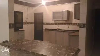 شقة للايجار بالحى الخامس التجمع الخامس 300 متر بجوار سعودى والمحكمة بها غاز ومطبخ وتليفون