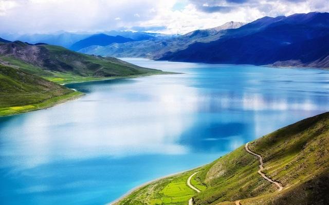 ทะเลสาบยัมดรก (Yamdrok Lake: ཡར་འབྲོག་གཡུ་མཚོ་) @ www.chinatoptrip.com