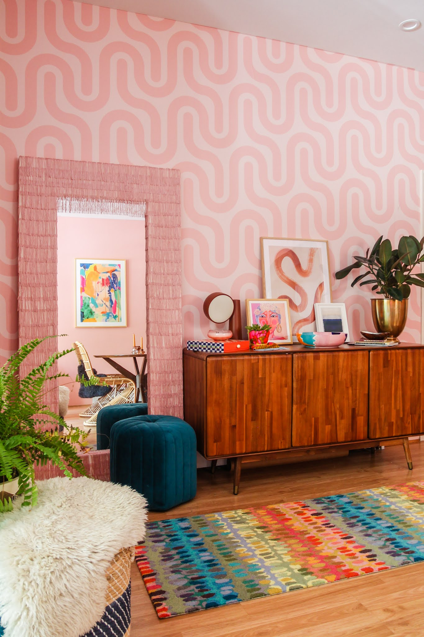 wallpaper ideas // colorful homes // maximalist home decor // pink home decor // retro home decor // retro wallpaper ideas // entryway decor // entryway ideas // small space decor ideas // maximalist homes