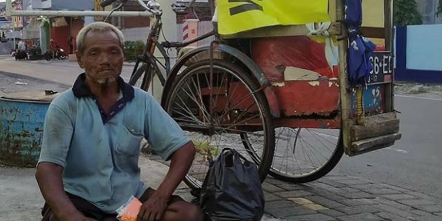 Hanya Mengandalkan Tangan untuk Mengayuh Sepeda, Pak Slamet Hidup Sebatang Kara Usai Ditinggal Istri