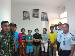 Enam Warga Timor Leste Diamankan Yonif 741/GM Pos Wini