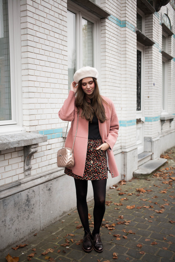 Outfit: beret, pink cocoon coat and brogues
