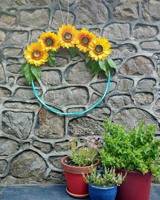 http://bugsandfishes.blogspot.com/2018/08/diy-floral-hula-hoop-wreath-tutorial.html
