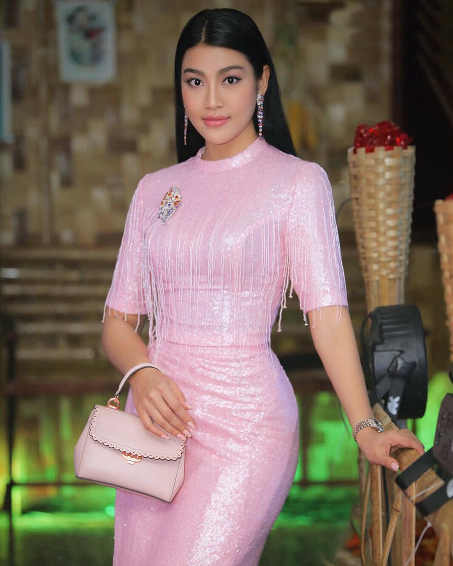 Sharr Htut Eaindra manta manis dan seksi imut