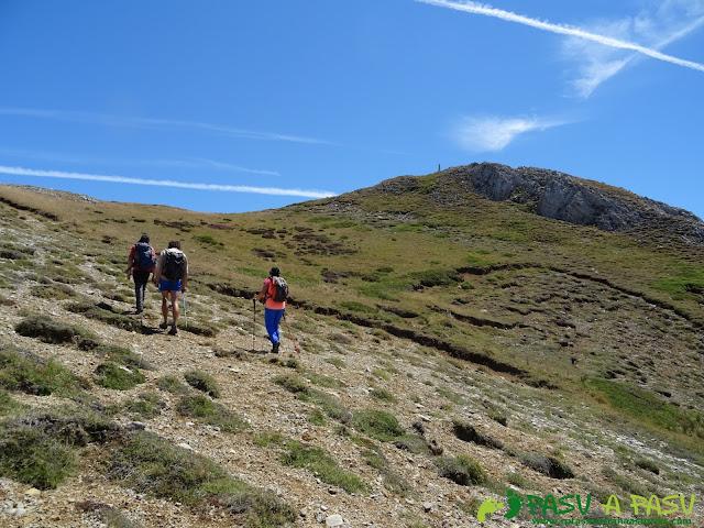 Ruta a Peña Chana: llegando a la cima.