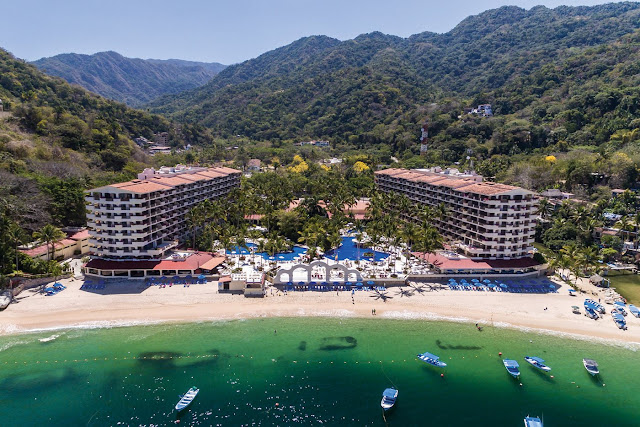 Have an unforgettable experience at the Barceló Puerto Vallarta hotel. Enjoy the Barceló All Inclusive service right on the beachfront. Book now!