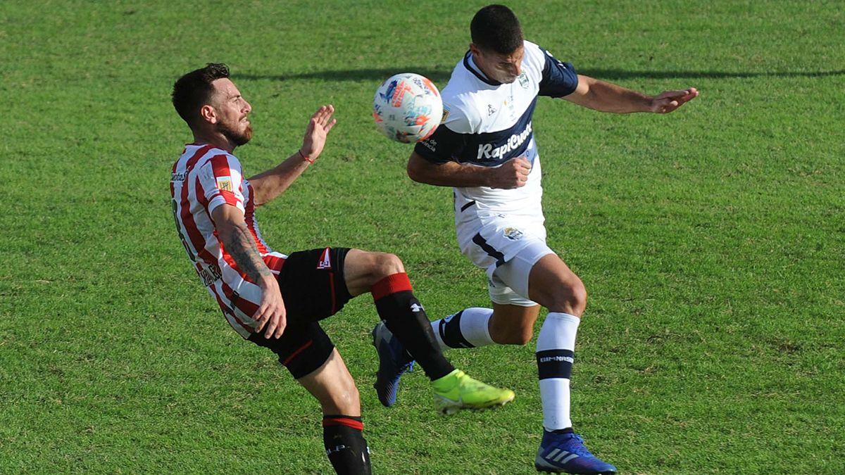 Estudiantes y Gimnasia no se sacaron ventajas en un pobre empate sin goles