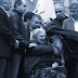 ΟΙ ΜΗΤΡΟΠΟΛΙΤΕΣ ΣΤΟΝ ΜΙΚΗ! Του φίλησαν το χέρι και τον αγκάλιασαν...