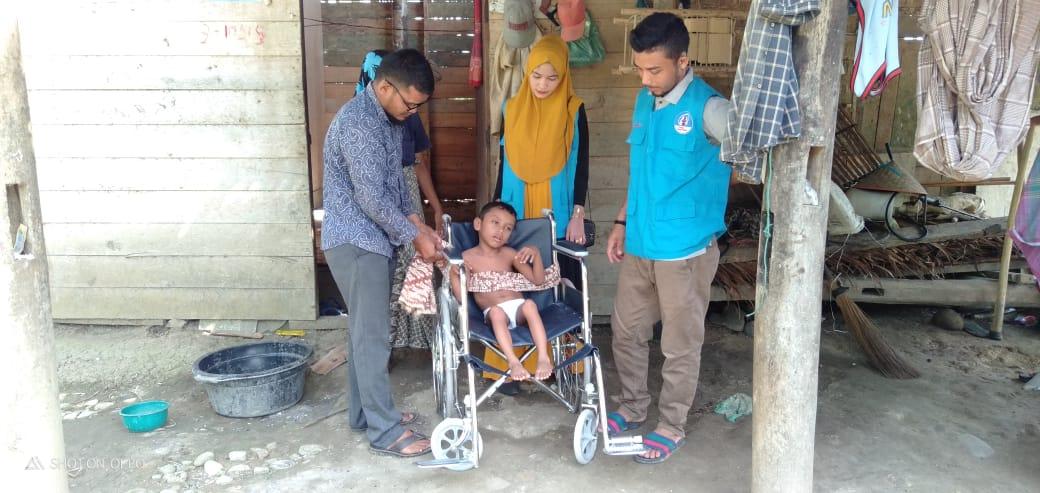 LPD Indonesia Bantu Kursi Roda Untuk Anak Dhuafa Difabel di Aceh Utara