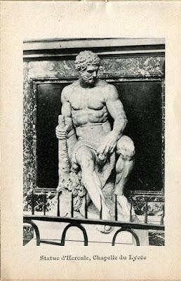 Photo de Moulins, Allier. statue d'Hercule chapelle du lycée