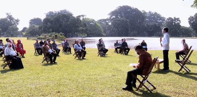 Beri Modal Usaha Ke PKL, Jokowi Malah Dapat Keluhan Pembongkaran Lapak