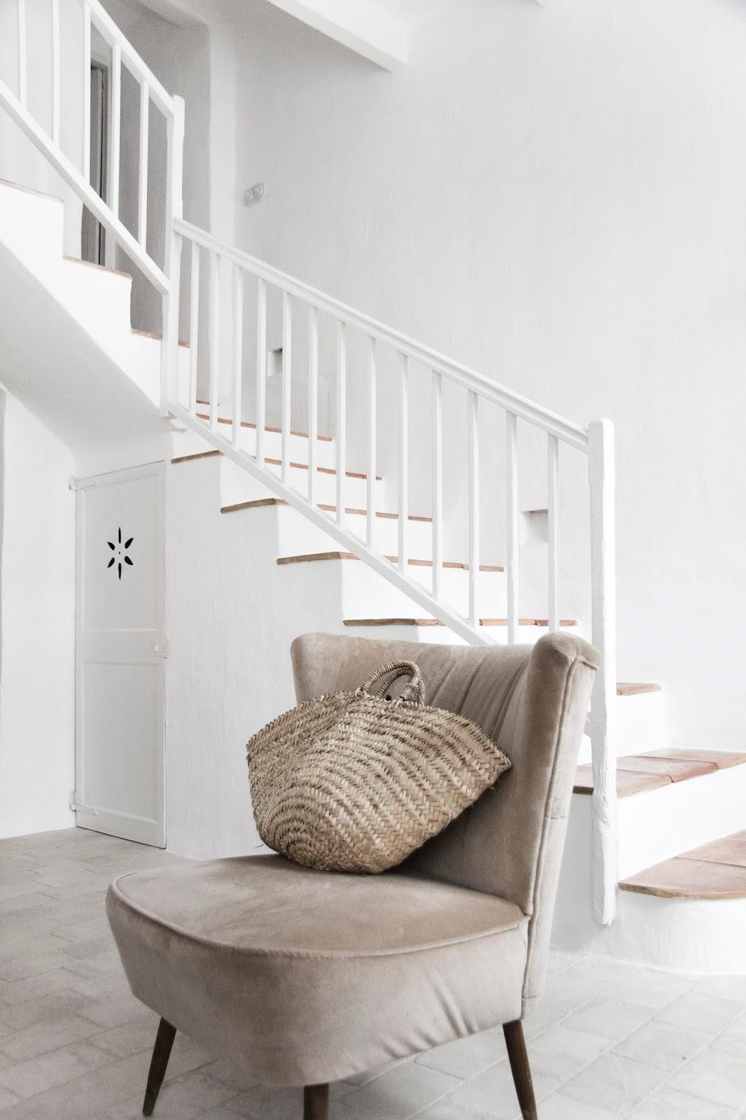 Colores naturales y blanco en una casa en Minorca