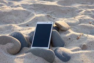 Togliere la sabbia dal telefono