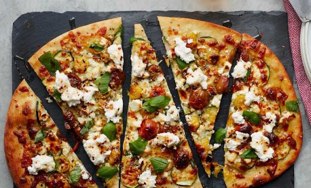 Zucchini & Herbed Ricotta Flatbread #vegetarian #dinner