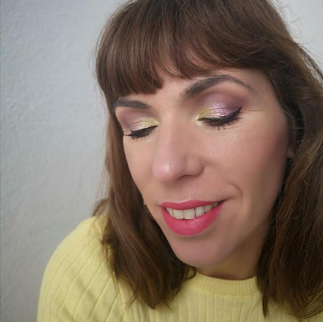 look amarillo y rosa ojos cerrados