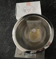 Préparation du bain-marie pour la réalisation du baume solide cacao noisette