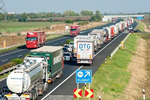 Feloldották a lezárást az M1-es autópályán Óbarok közelében