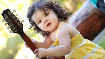 so-sweet-white-baby-with-beautiful-curly-hairs-imgs