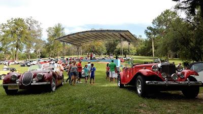 Uma réplica de Jaguar e 57 MPs na Estância Turística Hidromineral favorita de São Pedro.