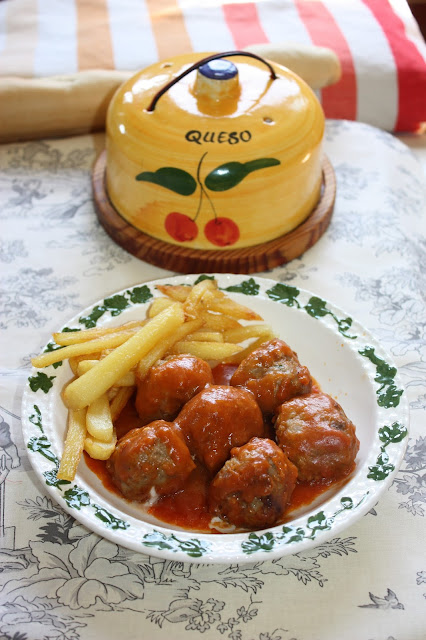 alb�ndigas rellenas de queso con salsa de tomate
