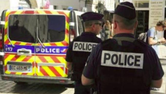 Francia, professore decapitato: 5 fermati