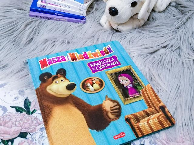 Czytam dziecku   Masza i Niedźwiedź. Książeczka z okienkami.
